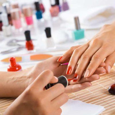 Postgrado Experto en Manicura y Pedicura, incluye kit de manicura profesional